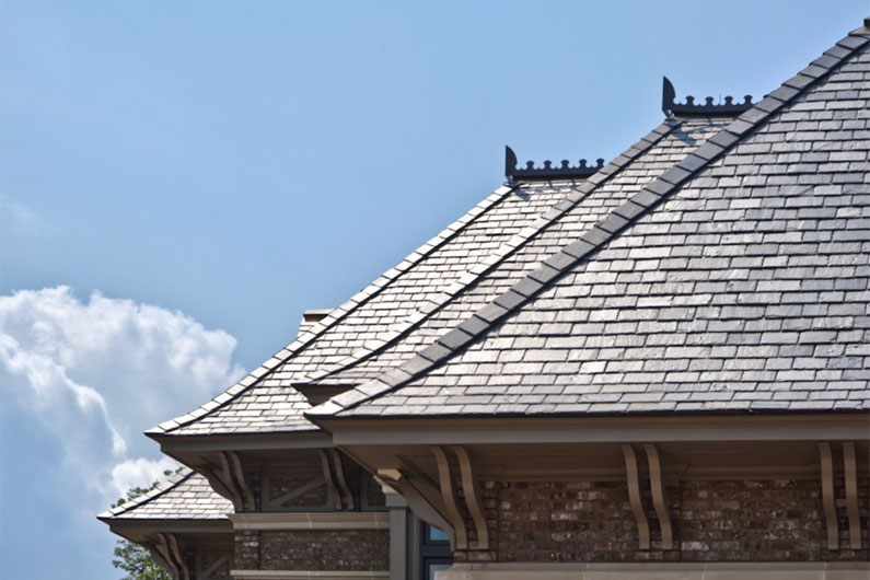 Vermont Black Slate : Grand residence with vermont gray black slate roof