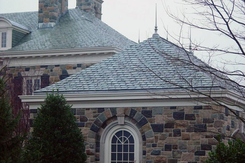 Slate Roof Complementing Stone Fa 231 Ade Vermont Slate Roofs Greenstone Slate Company
